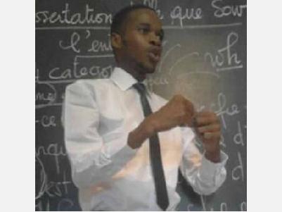 C'est l'histoire, de Omar Sow, aujourd'hui âgé de 28 ans. Enfant, il abandonna très tôt le chemin des classes pour intégrer le Mouvement des Enfants et Jeunes Travailleurs (MAEJT)